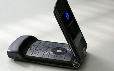 Ele voltou: Motorola Razr deve ser relançado como smartphone dobrável